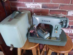 Photo Old Singer Sewing Machine