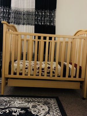 Photo Baby 👶 and toddler crib 🥳 includes never used mattress!!