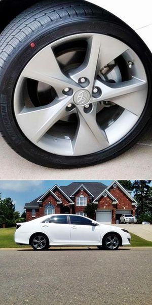 Photo STOP & LOOK at this Super White 2012 Toyota Camry SE 4dr Sdn V6 Auto Price-$1200