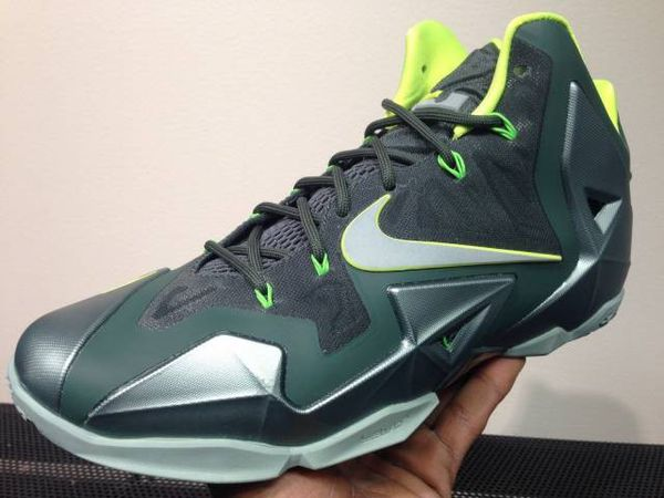 2dbcd537e420 LeBron James 11 Dunkman shoes for Sale in Los Angeles