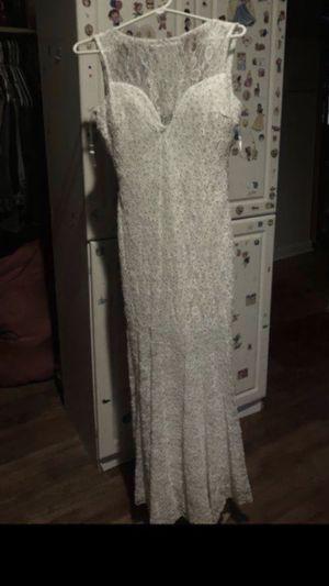 Estoy vendiendo este vestido es color blanco está en muy buenas condiciones es size m for Sale in Oxon Hill, MD