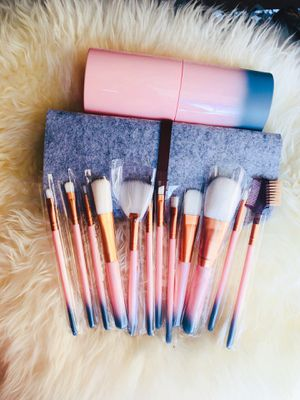 Gradient Makeup Brushes With Felt Bag for Sale in Silver Spring, MD