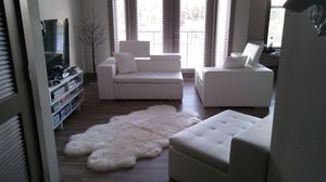 All white 3piece living room set with fox rug for Sale in Atlanta, GA