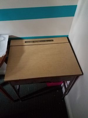 Flip top student desk for Sale in Cleveland, OH
