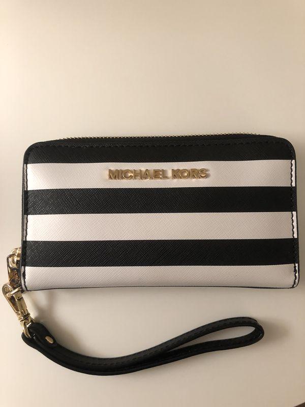 1f8a98c3d648 Michael Kors Wristlet Wallet for Sale in Sacramento