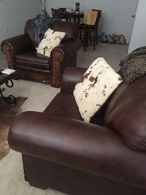 Photo Faux leather couches