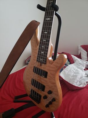 Yamaha trb1005 ( 5 string hh bass guitar) for Sale in Frederick, MD