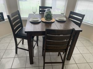 Photo Franklin Counter Height Table w/ Chairs