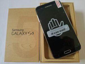 Samsung Galaxy S 5, Factory Unlocked, Excellent condition for Sale in Arlington, VA