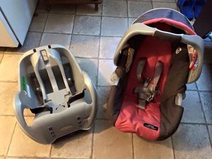 Graco car seat and base for Sale in Hummelstown, PA