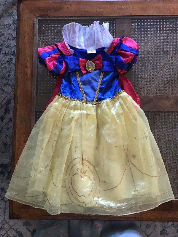 Disney Store Snow White Costume 3T / Dress UP for Sale in Fremont, CA -  OfferUp