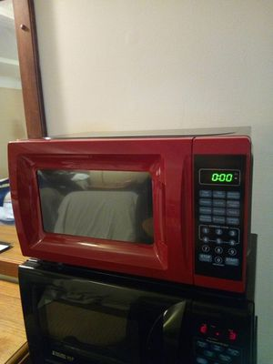 Photo Cherry Red and Black 700 Watts Microwave