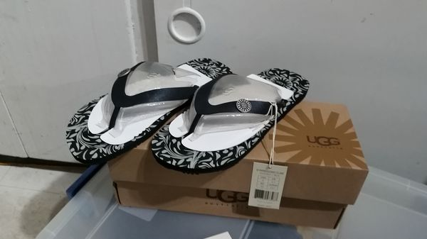 4fc54699f6b New ugg flip flop blk/grey size 8 ompressionist flare for Sale in Spanaway,  WA - OfferUp