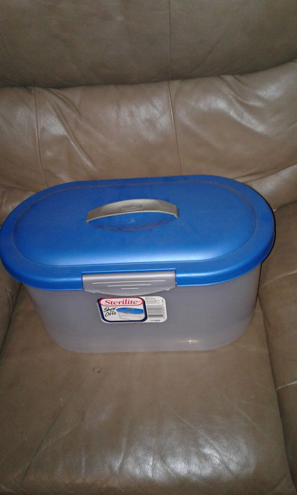 STERILITE SHOWOFFS LARGE CLEAR LATCHED STORAGE BOX for Sale in