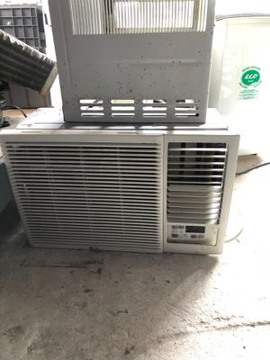 LG AC WINDOW UNIT for Sale in Sugar Land, TX
