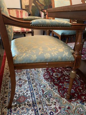 Dining Table With 8 Chairs Great Condition For Sale In West McLean VA