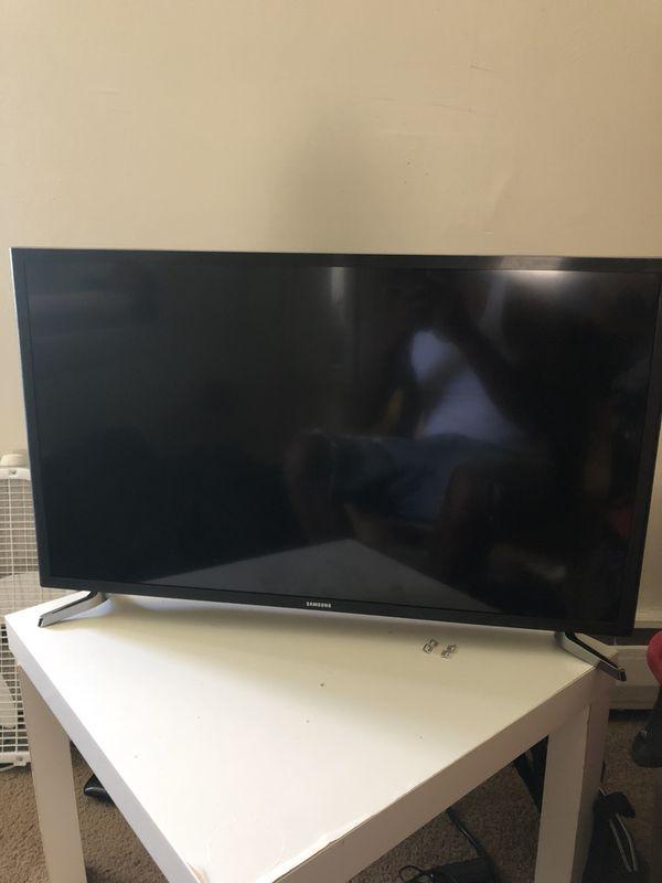 32 Inch Samsung Smart Tv Led For Sale In Audubon Nj Offerup