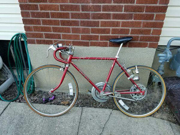 25db79b8972 1974 Schwinn Continental 10-Speed Road Bike Chestnut Varsity Bicycle. for  Sale in Cincinnati, OH - OfferUp
