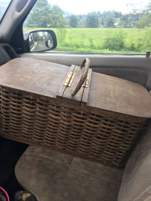 Antique Picnic Basket for Sale in Lovingston, VA