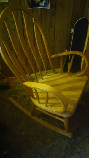Wood Rocking Chair For In Federal Way Wa