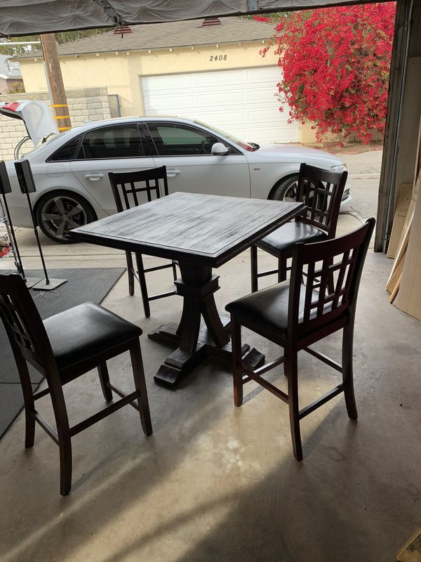 Z Gallerie Dinning Table And 4 Chairs Excellent Condition