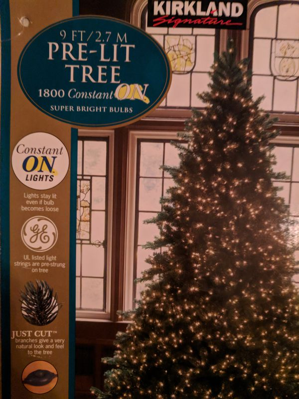 9 ft artificial Christmas tree for Sale in Gilbert, AZ - OfferUp