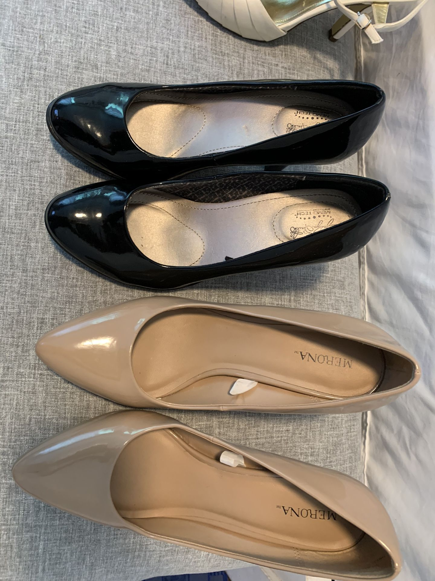 Size 7 shoes, the beige shoe is size 8