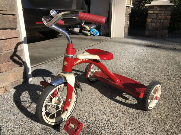 242cc880f19 Radio Flyer Classic Red Tricycle for Sale in Redmond, WA - OfferUp