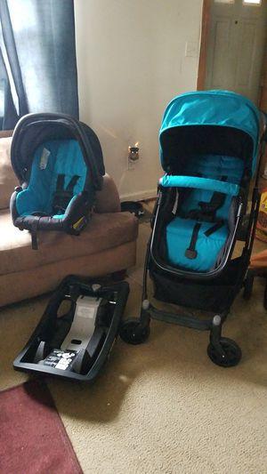 urbini stroller and car seat interchangeable for an infant stroller for infant or toddler for Sale in Accokeek, MD