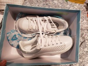 White shoes size 2 clean for Sale in Rockville, MD
