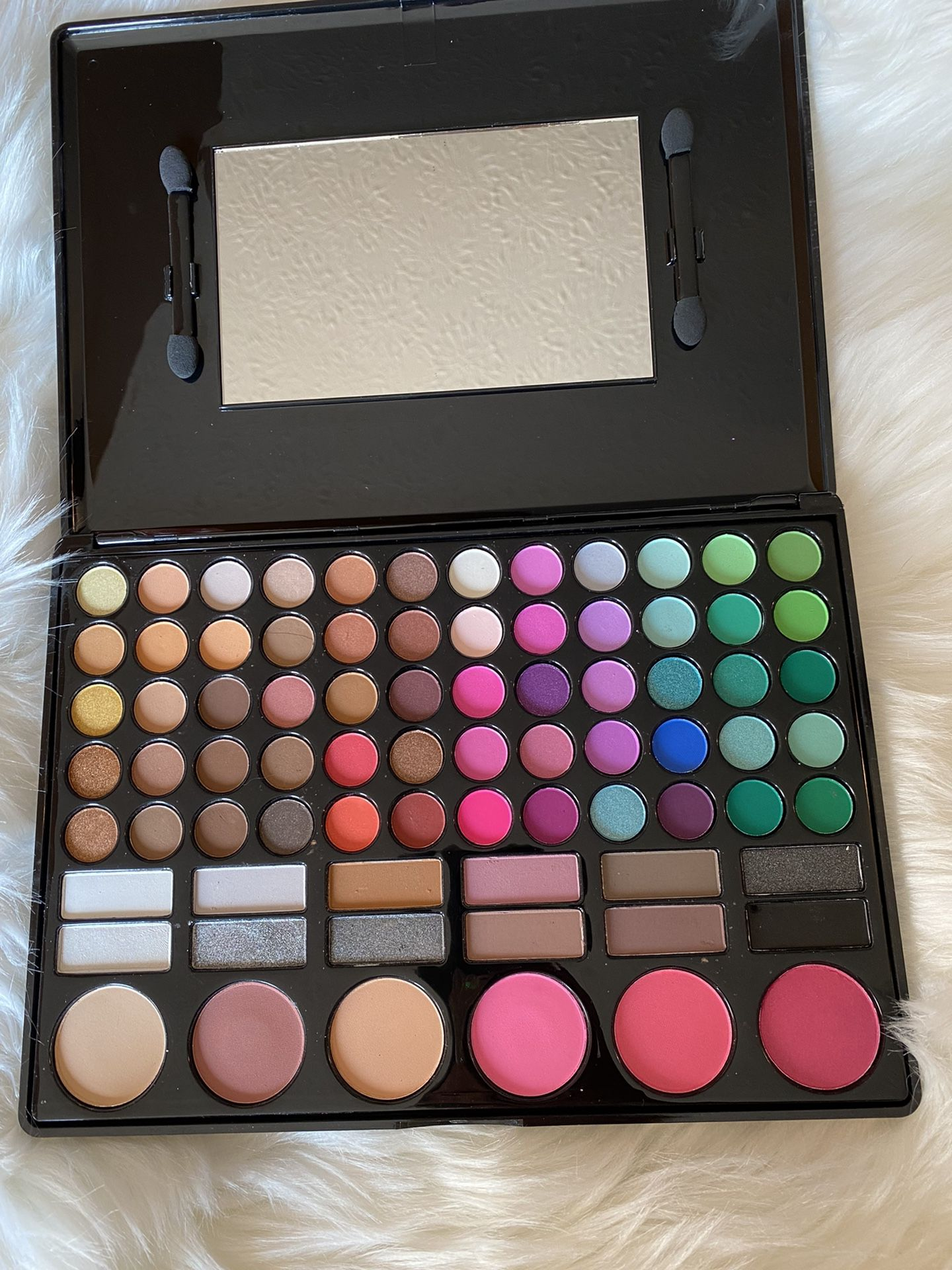 Eyeshadow Palette +🎁