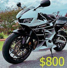 Photo 2015 Honda CBR 600RR clean$8OORuns and drives very smooth
