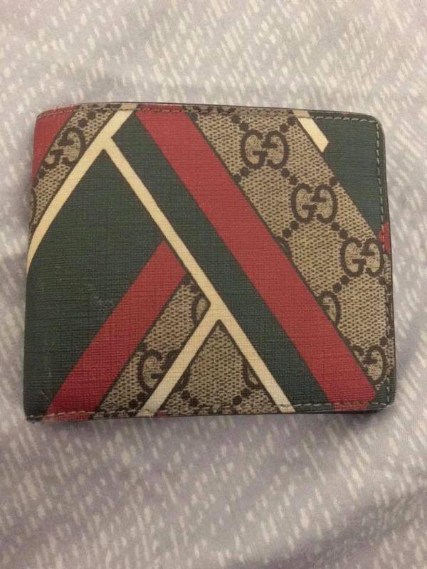 a2b90e72747e Gucci men's bifold wallet authentic for Sale in San Jose, CA - OfferUp