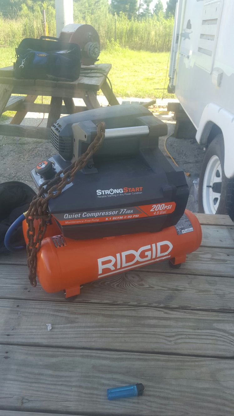 Brand new compressor with 50ft air hose 4.5 gallon duel tank