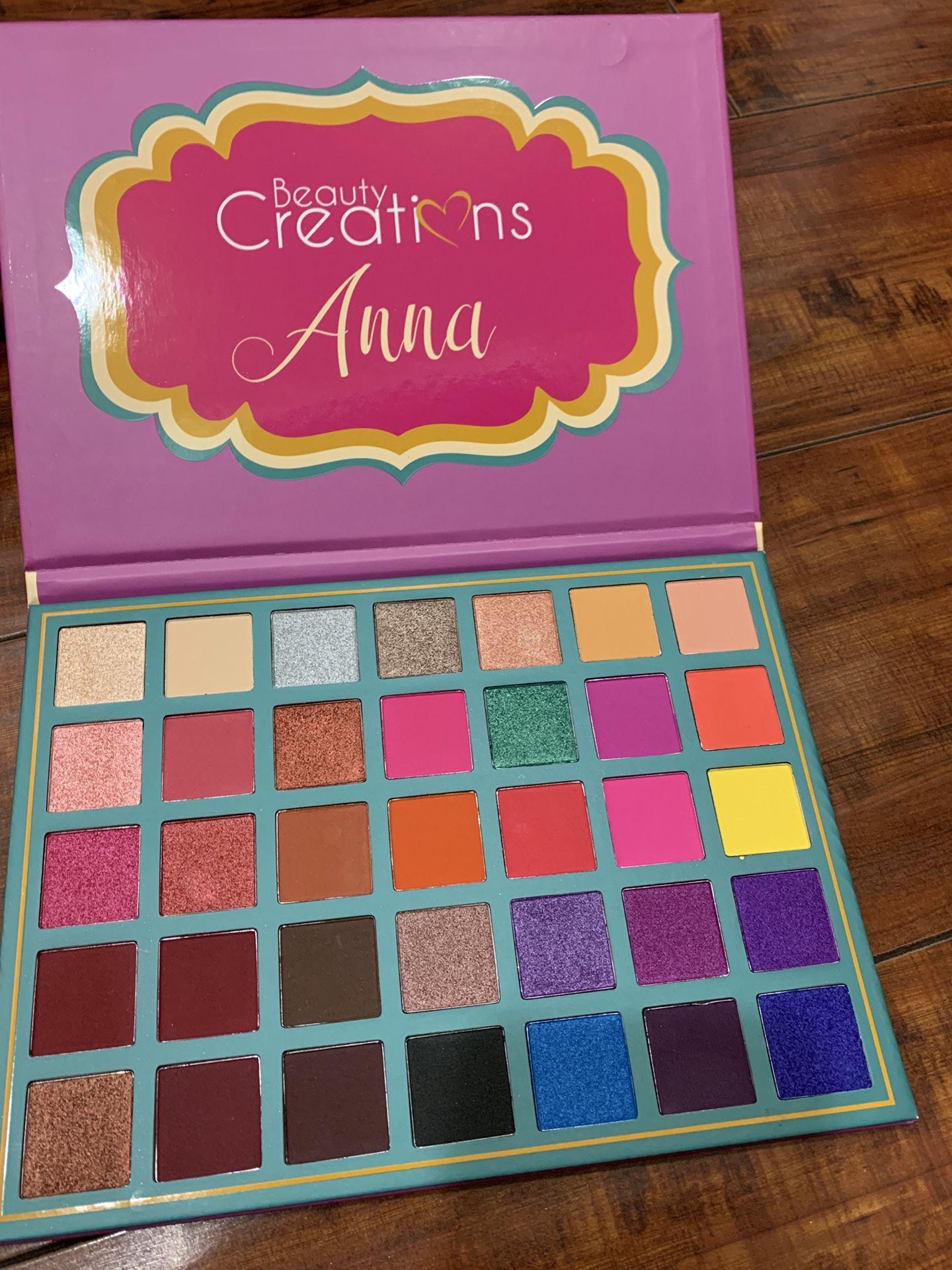 Beauty Creations - Anna
