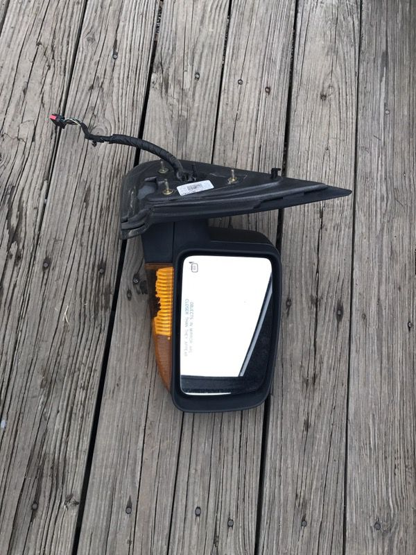04-05 ford expedition passenger side. $35