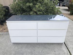 Photo IKEA MALM 6-Drawer Dresser with Glass Top