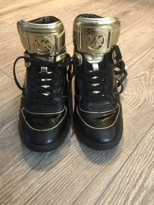 Michael kors boots perfect shape size 7 for Sale in Vienna, VA