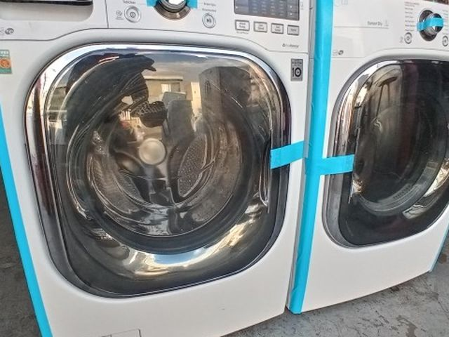 LG Washer And Dryer Set In Good Condition Like New