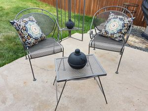 Photo Outdoor wrought iron patio table and chair set