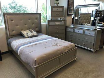 Lila Panel Bedroom Set Thumbnail