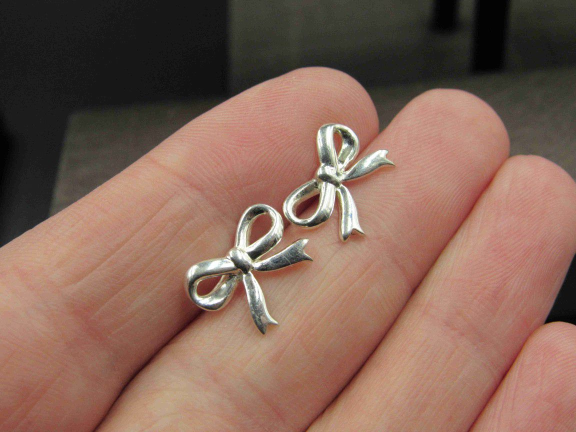 Sterling Silver Small Bow Stud Earrings Vintage Wedding Engagement Anniversary Beautiful Everyday Minimalist Cute Sexy