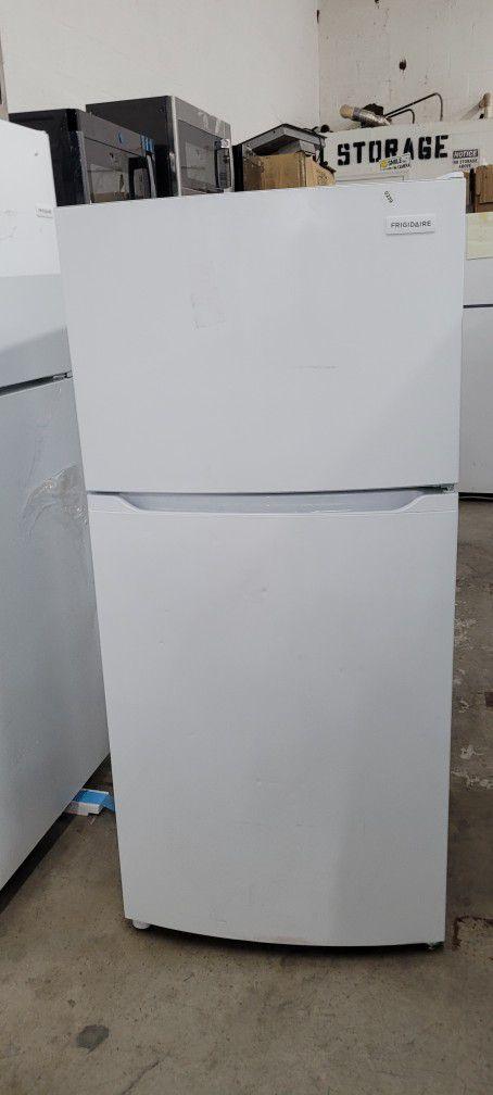28 W Frigidaire Refrigerator Top Bottom