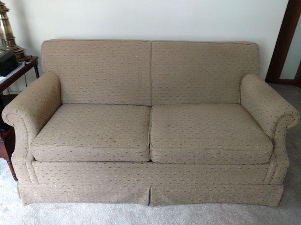 Lazy Boy Sleeper/Sofa for Sale in Warrenville, IL - OfferUp