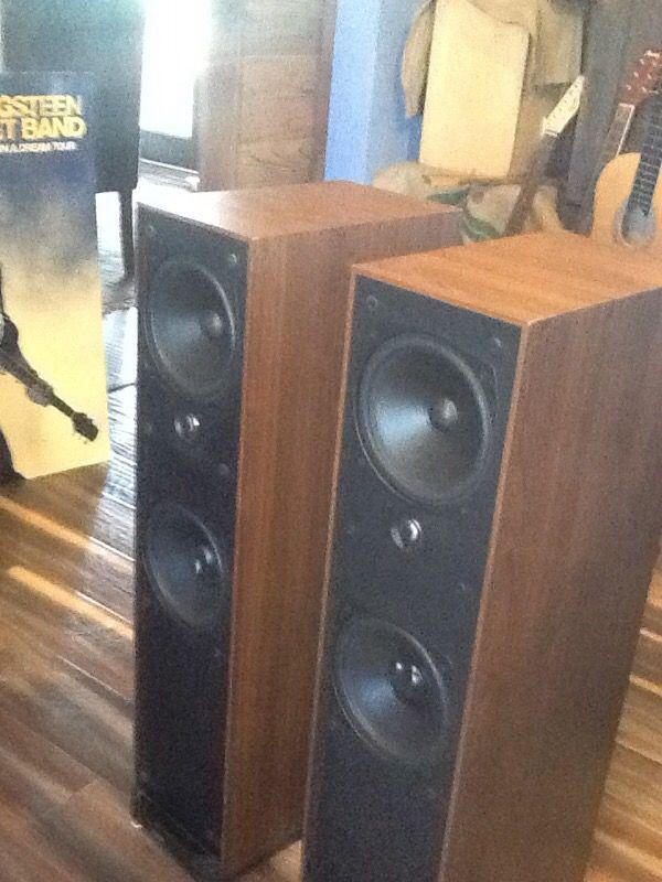 Boston Acoustic VR-30 speakers for Sale in Buckeye, AZ