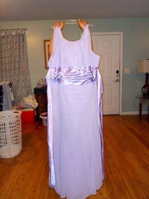 Lavender long dress woman's size 18-20 for Sale in St. Louis, MO