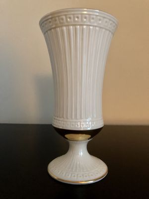 Lenox flared cream and 24K gold vase for Sale in Washington, DC