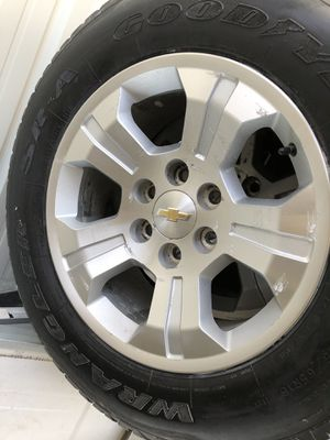 """Photo Chevy 18"""" rims with lug nuts tires aren't much"""