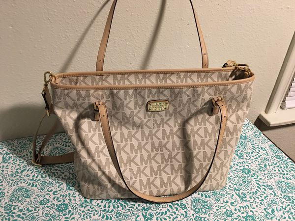 e45fae78bb67d Michael kors diaper bag for Sale in Tulsa