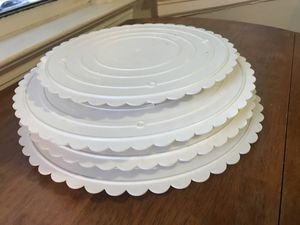 Wilton scalloped edge decorator preferred separator plates, baking cake supplies for Sale in Queens, NY